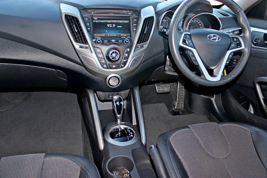 2012 Hyundai Veloster FS Hatchback Image 10