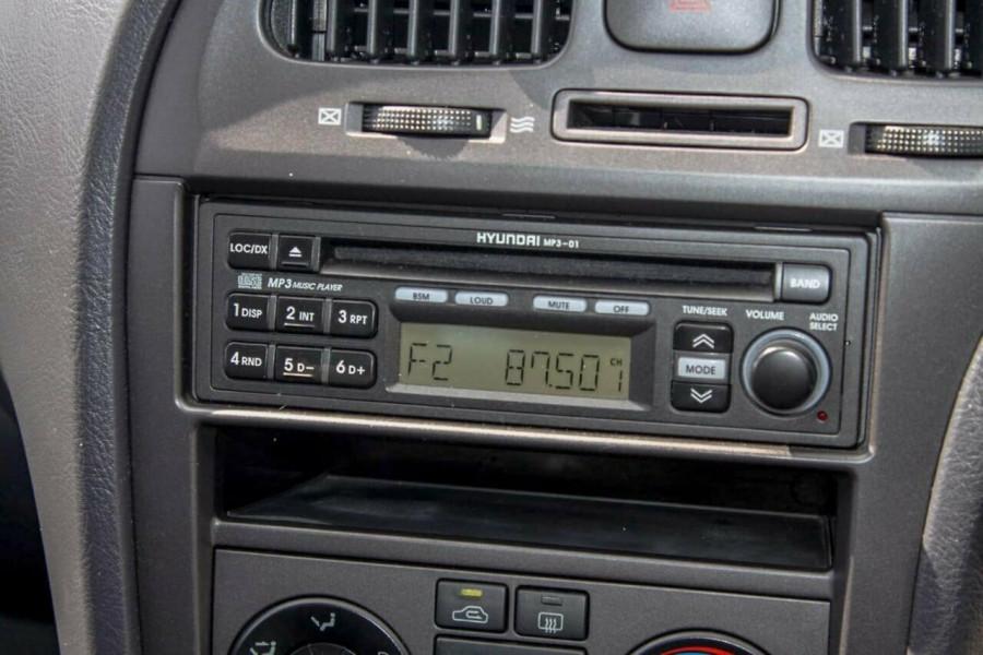 2005 Hyundai Elantra XD 05 Upgrade 2.0 HVT Hatchback Image 11