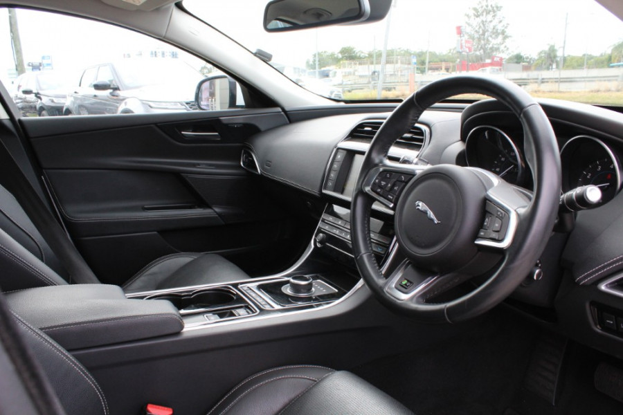 2016 Jaguar Xe X760 MY16 25t Sedan Image 15
