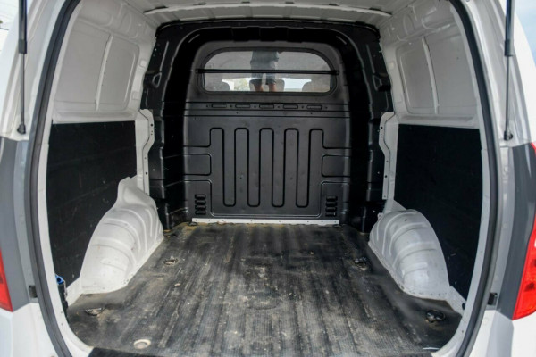 2017 Hyundai iLOAD TQ3-V Series II MY17 Crew Cab Van Image 5