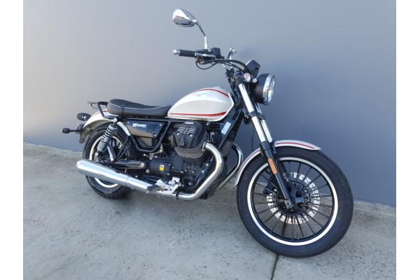 2016 Moto Guzzi V9 Roamer Motorcycle Image 2