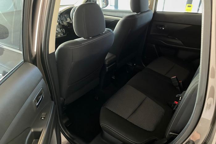 2015 MY16 Mitsubishi Outlander ZK MY16 LS Suv Image 9