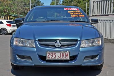 2005 Holden Commodore VZ Executive Sedan Image 2