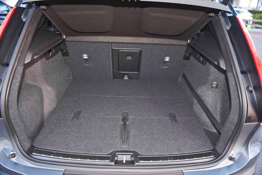 2019 [SOLD]    Mobile Image 10