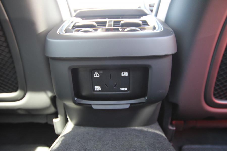 2020 Volvo V90 Cross Country P Series D5 Wagon Image 19