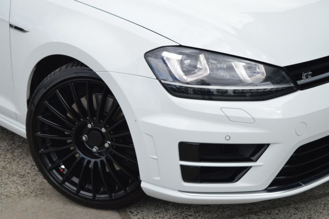 2014 Volkswagen Golf R 22 of 24
