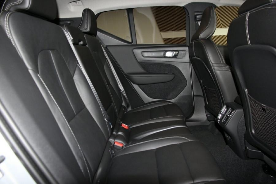 2019 MY20 Volvo XC40 536 MY20 T4 Momentum (FWD) Suv Image 20
