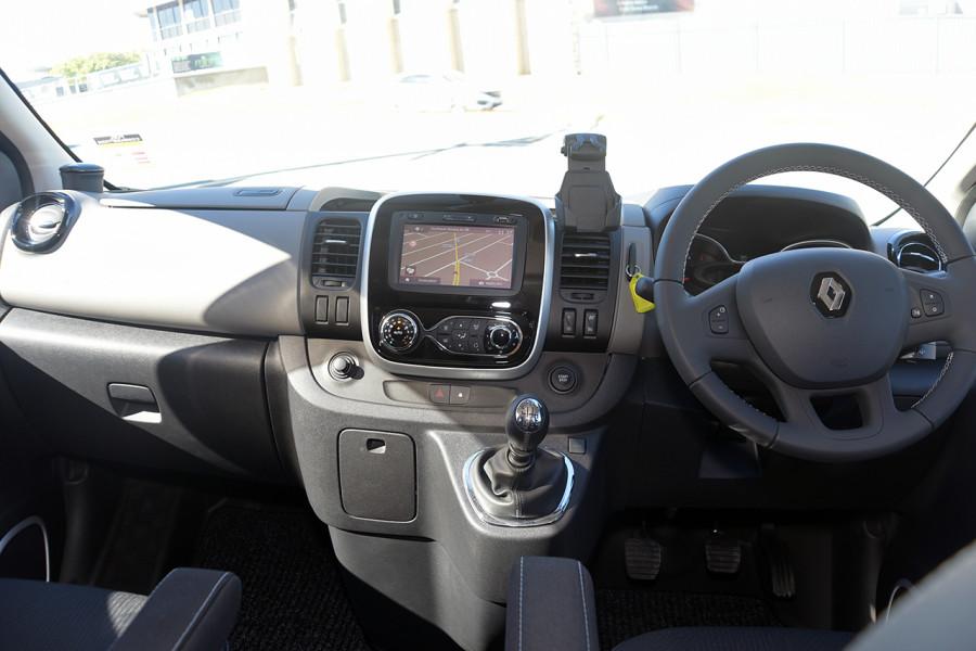 2019 Renault Trafic L2H1 Crew Van Mobile Image 12