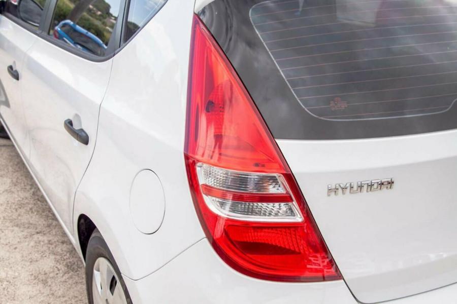 2011 Hyundai i30 FD MY11 SX 1.6 CRDi Hatchback Image 16