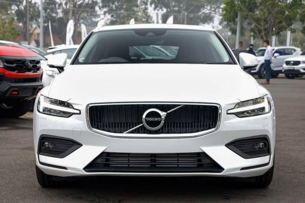 2019 MY20 Volvo V60 F-Series T5 Momentum Wagon Image 2