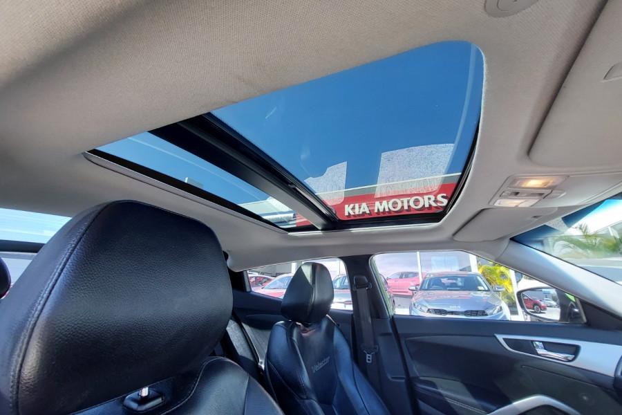 2012 Hyundai Veloster FS2 + Hatchback Image 12