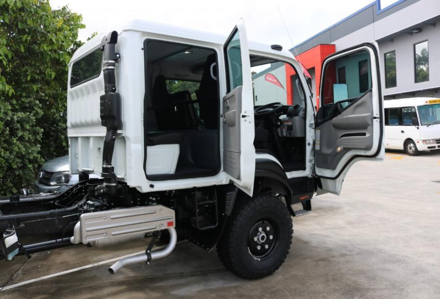2018 Fuso Canter CREW CAB 4X4 4wd