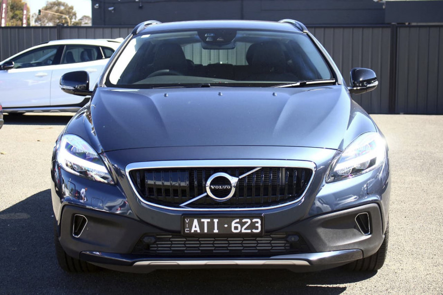 Demo 2018 Volvo V40 Cross Country B146899 Volvo Cars