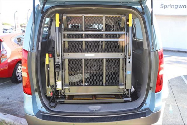 2010 Hyundai Imax TQ-W Wagon Image 4