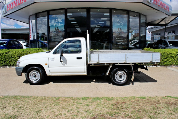 2004 Toyota HiLux RZN149R  Cab chassis - single cab Image 4