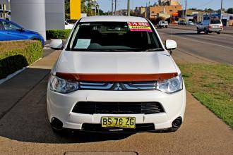 2012 MY13 Mitsubishi Outlander ZJ  ES Suv Image 3
