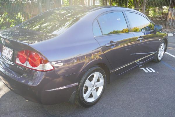 2006 Honda Civic 8th Gen VTi-L Sedan Image 3