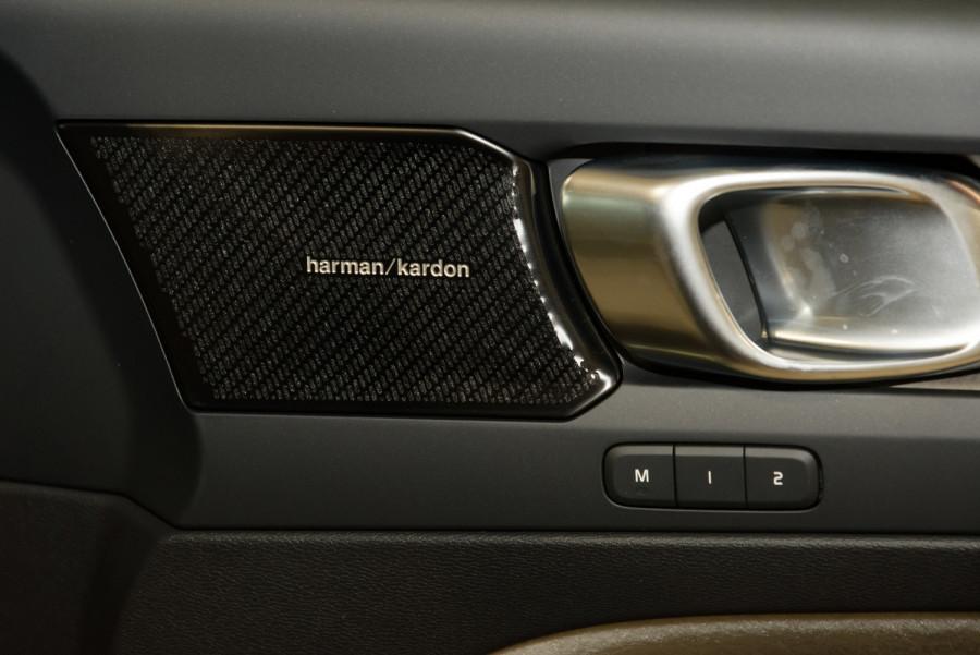 2021 Volvo XC40 XZ T4 Inscription Suv Image 11