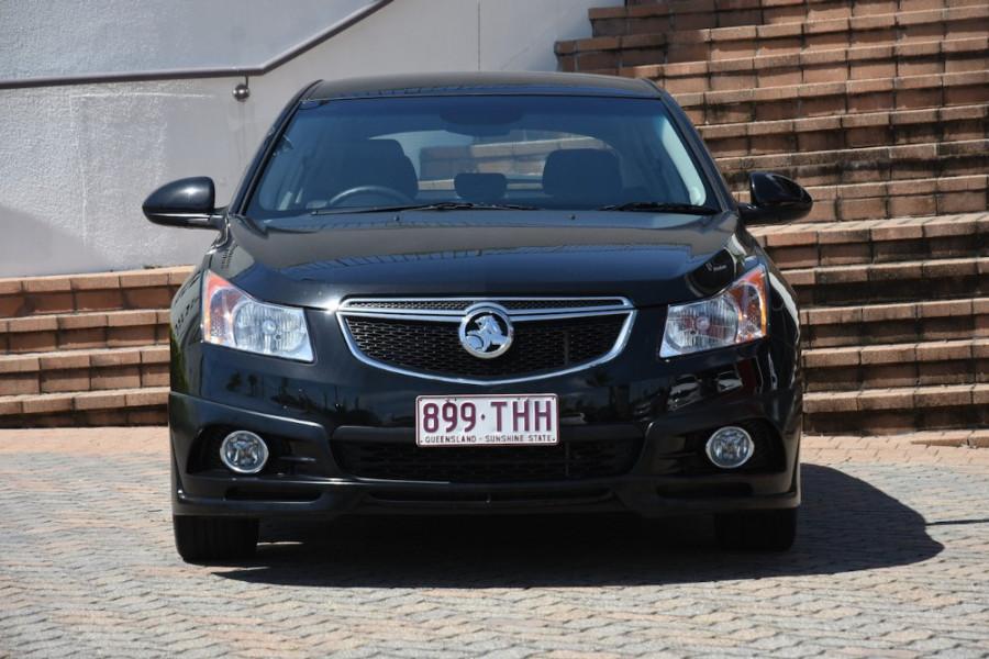 2013 Holden Cruze Vehicle Description. JH  II MY14 EQUIPE HATCH 5DR M 5SP 1.8I Equipe Hatchback
