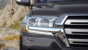 LandCruiser 200 Bold headlamps