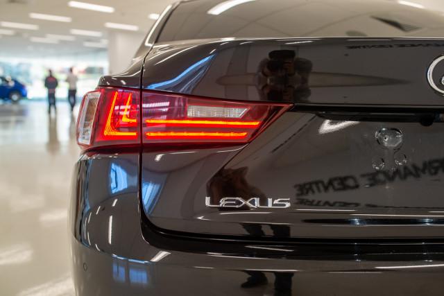 2016 Lexus Is GSE31R 350 F Sport Sedan Image 13