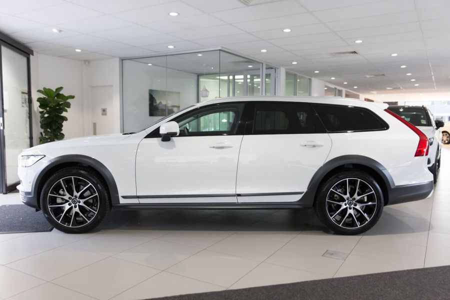 2020 Volvo V90 Cross Country P Series D5 Wagon Image 8