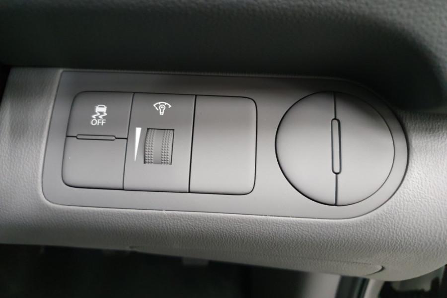 2019 Hyundai iLoad TQ4 Van Van Image 14