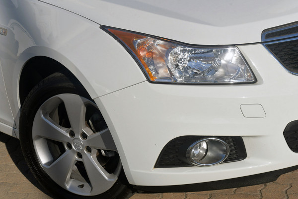 2014 Holden Cruze Vehicle Description. JH  II MY14 EQUIPE SED 4DR SA 6SP 1.8I Equipe Sedan Image 2