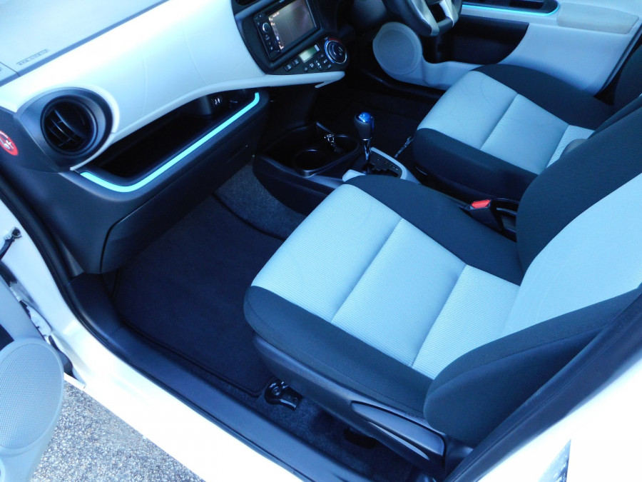 2013 MY12 Toyota Prius Image 13