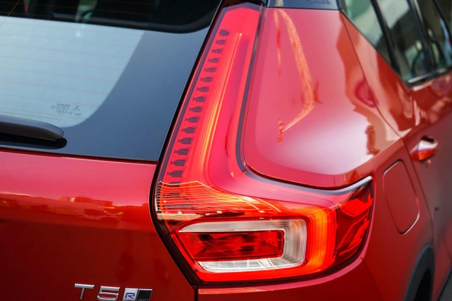 2019 Volvo XC40 T5 R-Design Suv Mobile Image 16