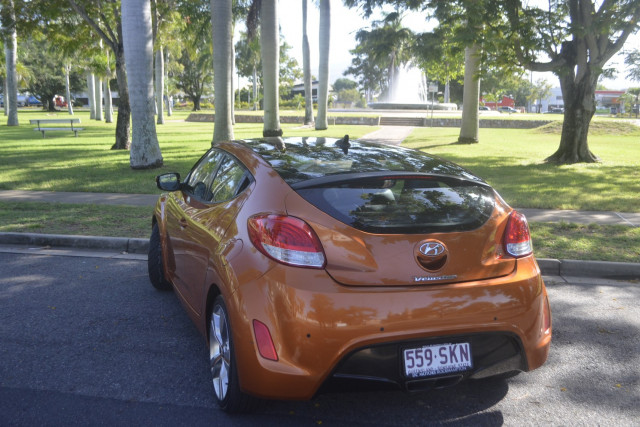 2012 Hyundai Veloster FS Coupe Hatchback Image 5