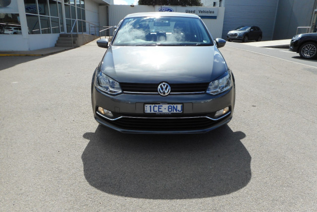 2015 Volkswagen Polo Hatchback Image 3