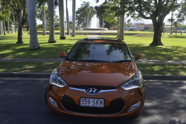 2012 Hyundai Veloster FS Coupe Hatchback Image 4