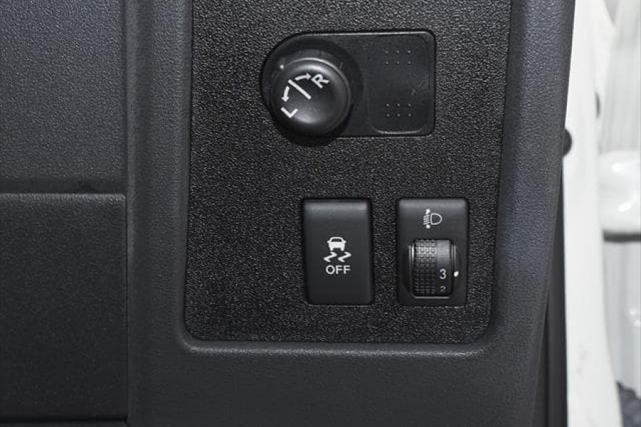 2012 Nissan Dualis J10 Series 3 ST Hatchback Image 28