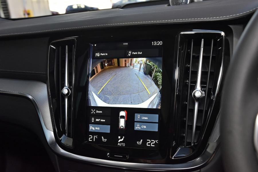 2020 Volvo V60 T5 R-Design T5 R-Design Wagon Mobile Image 15