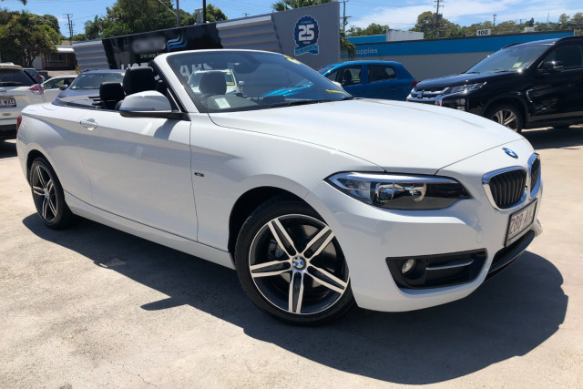 2015 BMW 2 Series Convertible Image 2