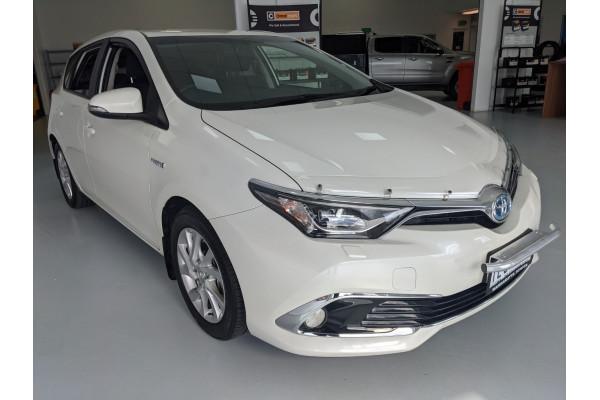 2017 Toyota Corolla ZWE186R HYBRID Hatchback Image 4