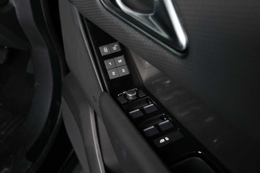 2020 Land Rover Range Rover Velar Suv Image 25