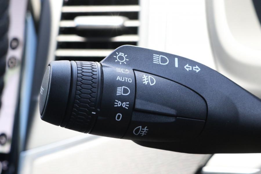 2020 Volvo XC90 L Series D5 Momentum Suv Image 17