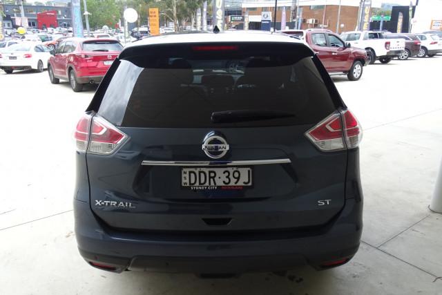 2015 Nissan X-Trail ST 2WD 12 of 25