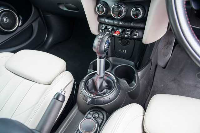 2015 MINI Hatch F55 Cooper S Hatchback Image 28