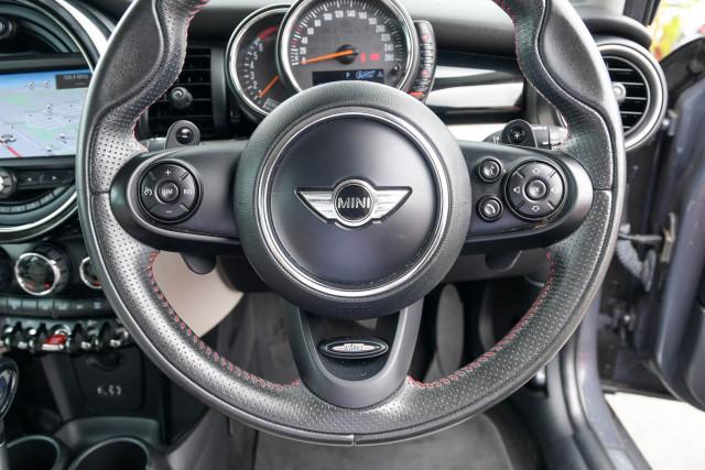 2015 MINI Hatch F55 Cooper S Hatchback Image 32