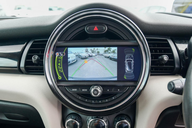 2015 MINI Hatch F55 Cooper S Hatchback Image 34