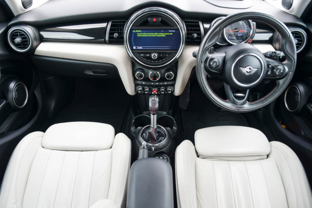 2015 MINI Hatch F55 Cooper S Hatchback Image 22