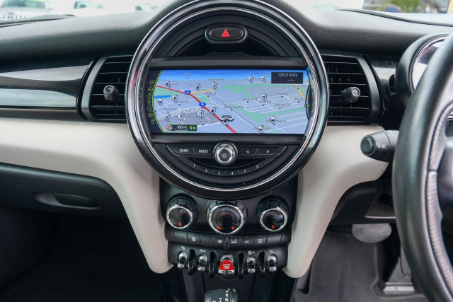2015 MINI Hatch F55 Cooper S Hatchback Image 31