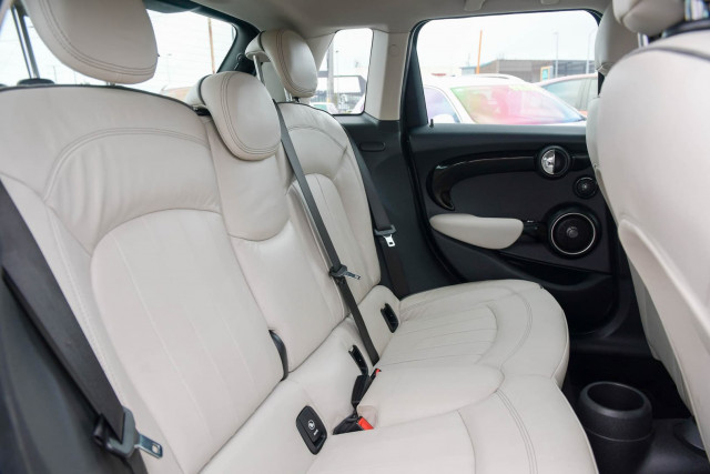 2015 MINI Hatch F55 Cooper S Hatchback Image 21