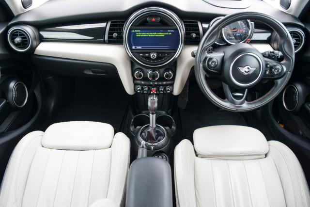 2015 MINI Hatch F55 Cooper S Hatchback Image 23