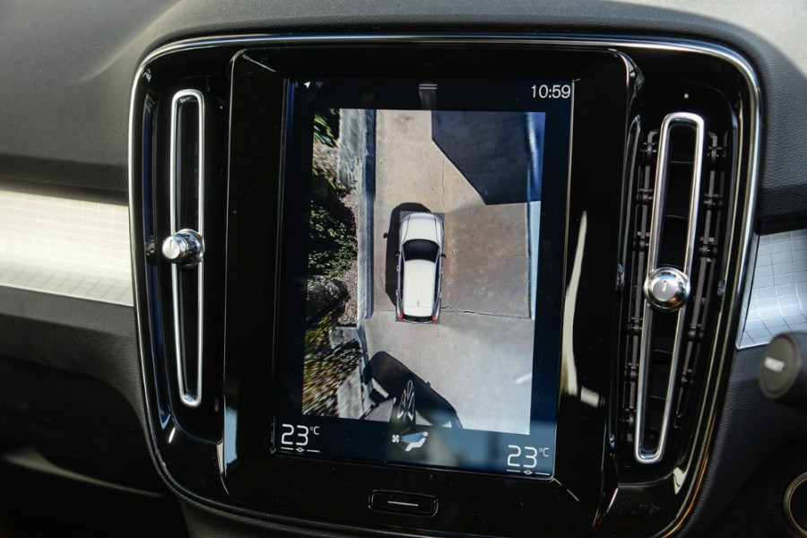 2019 Volvo XC40 XZ T4 Momentum Suv Mobile Image 14