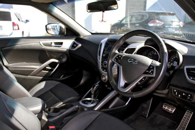 2016 Hyundai Veloster FS5 Series II Hatchback Image 6