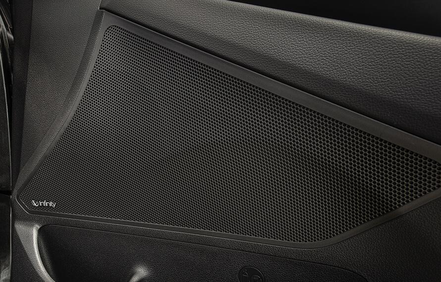 i30 Hatch 7-speaker premium audio.